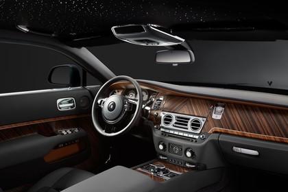 Rolls-Royce Wraith Innenansicht statisch Studio Armaturenbrett beifahrerseitig
