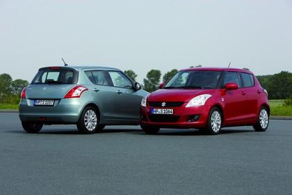 Suzuki Swift NZ Aussenansicht Heck Front schräg statisch grau rot