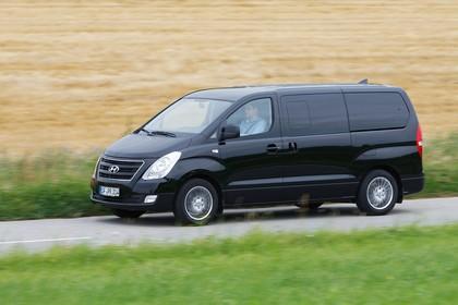 Hyundai H-1 Travel TQ Aussenansicht Front schräg dynamisch schwarz