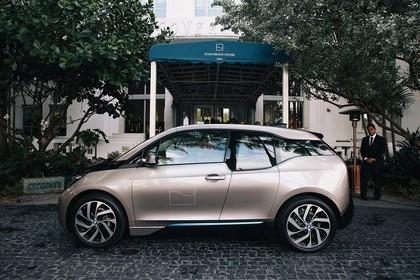 BMW i3 Aussenansicht Seite statisch hellbraun