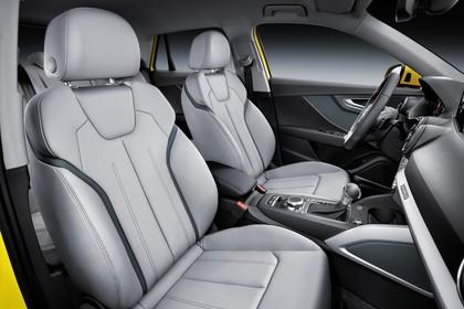 Audi Q2 Innenansicht Vordersitze Studio statisch grau