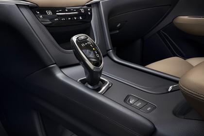 Cadillac XT5 C1XX Innenansicht statisch Detail Schalthebel