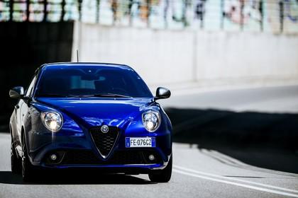 Alfa Romeo Mito 955 Aussenansicht Front schräg dynamisch blau