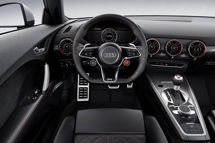 Audi TT RS 8S Roadster Innenansicht Fahrerposition statisch schwarz
