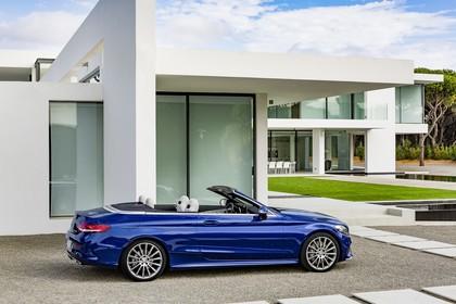Mercedes-Benz C-Klasse Cabriolet A205 Aussenansicht Seite schräg statisch blau