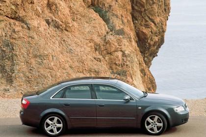 Audi A4 Limousine B6 Aussenansicht Seite statisch grau
