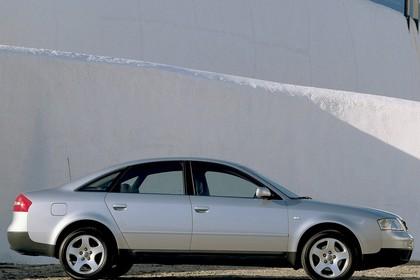 Audi A6 Limousine C5 Aussenansicht Seite statisch silber