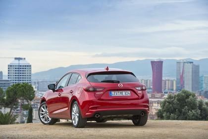 Mazda 3 BM Fünftürer Aussenansicht Heck schräg statisch rot
