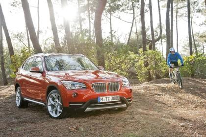 BMW X1 E84 LCI Aussenansicht Front schräg statisch orange