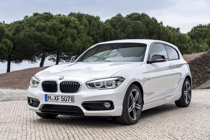 BMW 1er Dreitürer F21 Aussenansicht Front schräg statisch weiss