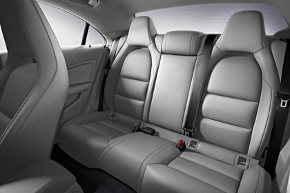 Mercedes CLA C117 Innenansicht Rücksitzbank Studio statisch grau