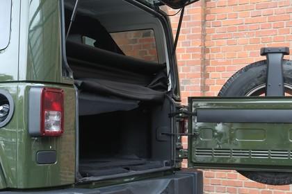 Jeep Wrangler Unlimited JK Aussenansicht Kofferaum geöffnet statisch grün
