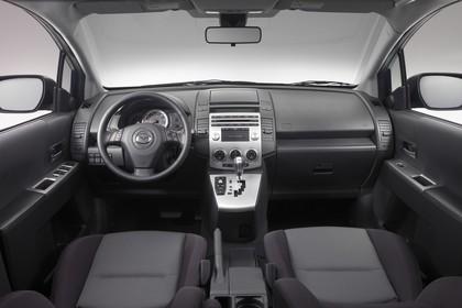 Mazda 5 Innenansicht statisch Studio Vordersitze und Armaturenbrett
