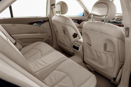 Mercedes Benz E-Klasse T-Modell (S211) Innenansicht Innenraum Rückbank statisch beige