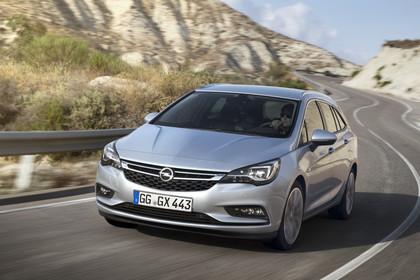 Opel Astra K Sports Tourer Aussenansicht Front dynamisch silber