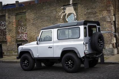 Land Rover Defender Dreitürer Aussenansicht Seite schräg statisch silber