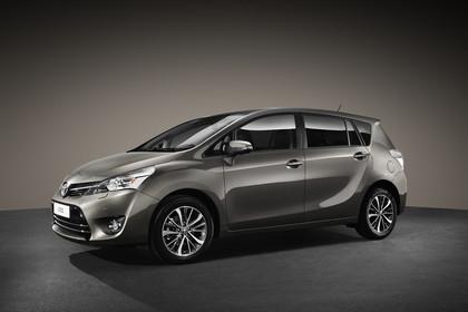 Toyota Verso (ARA2) Aussenansicht Seite schräg statisch grau