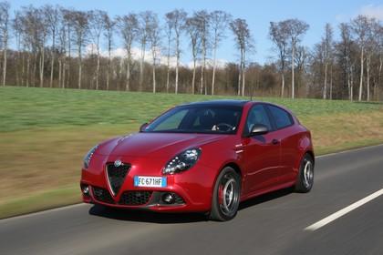 Alfa Romeo Giulietta 940 Aussenansicht Front schräg dynamisch rot