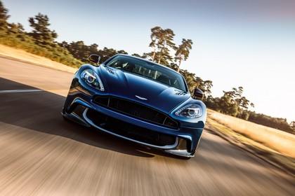 Aston Martin Vanquish VH Aussenansicht Front dynamisch dunkelblau