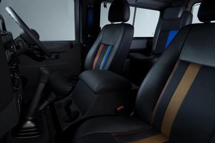Land Rover Defender Dreitürer Studio Innenansicht Vordersitze statisch schwarz