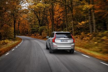 Volvo XC90 L Aussenansicht Heck schräg dynamisch silber