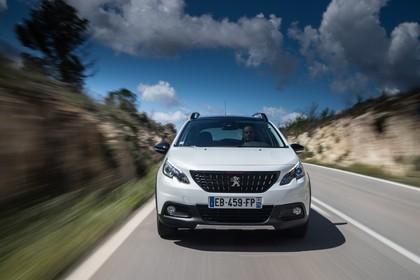Peugeot 2008 A94 Aussenansicht Front dynamisch weiss