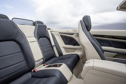 Mercedes-Benz E-Klasse Cabriolet A207 Innenansicht Rücksitzbank statisch beige schwarz