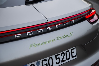 Porsche Panamera Turbo S E-Hybrid 971 Heck schräg statisch Detail