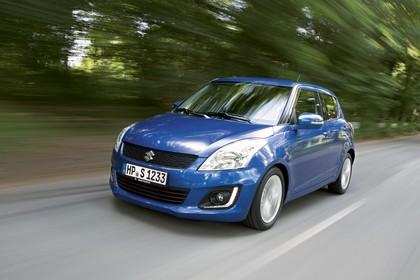 Suzuki Swift NZ Facelift Aussenansicht Front schräg dynamisch blau
