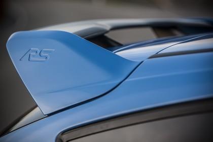 Ford Focus RS DYB-RS Aussenansicht Seite schräg statisch Detail Heckspoiler