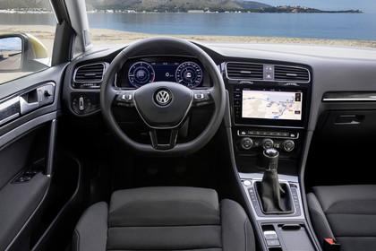 VW Golf 7 Facelift Innenansicht Fahrerposition 6Gang statisch schwarz