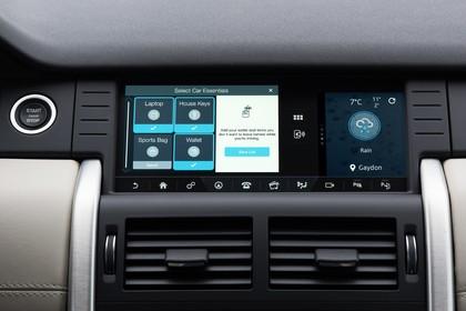 Land Rover Discovery 3/4 Innenansicht Detail Multimedia statisch schwarz