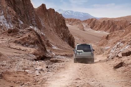 Land Rover Discovery 3/4 Aussenansicht Front dynamisch silber