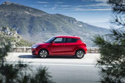 Suzuki Swift AZ Aussenansicht Seite statisch rot