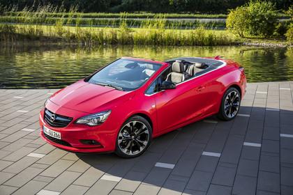 Opel Cascada Aussenansicht Front schräg statisch rot