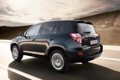 Toyota RAV4 XA3 Facelift Aussenansicht Seite schräg dynamisch dunkelblau