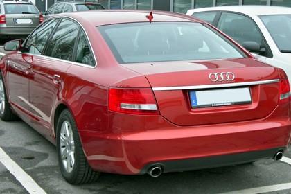 Audi A6 4f Aussenansicht Heck statisch rot
