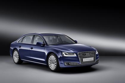 Audi A8 D4 Aussenansicht Front schräg Studio statisch blau
