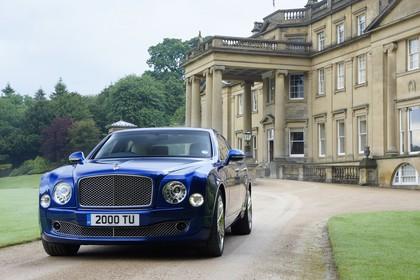 Bentley Mulsanne Aussenansicht Front schräg statisch blau