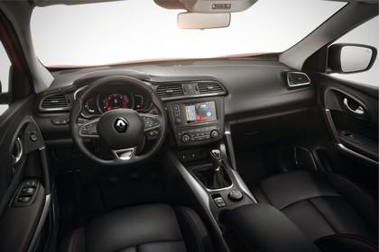 Renault Kadjar Innenansicht statisch Vordersitze und Armaturenbrett fahrerseitig