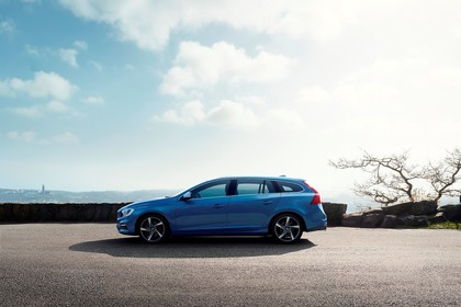 Volvo V60 Polestar F Aussenansicht Seite statisch blau