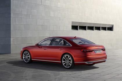 Audi A8 4N Aussenansicht Seite schräg statisch rot