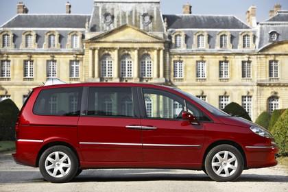 Peugeot 807 E Aussenansicht Seite statisch rot