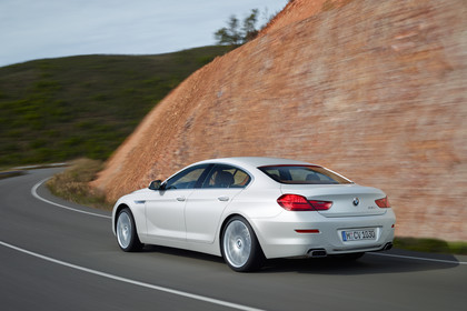 BMW 6er Gran Coupe F06 Aussenansicht Heck schräg dynamisch weiss