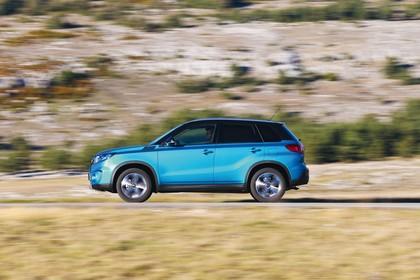 Suzuki Vitara 2 LY Aussenansicht Seite dynamisch blau