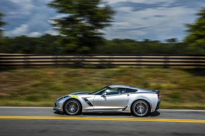 Chevrolet Corvette Grand Sport Coupé Aussenansicht Seite dynamisch silber