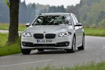BMW 5er Touring F11 Aussenansicht Front dynamisch weiss