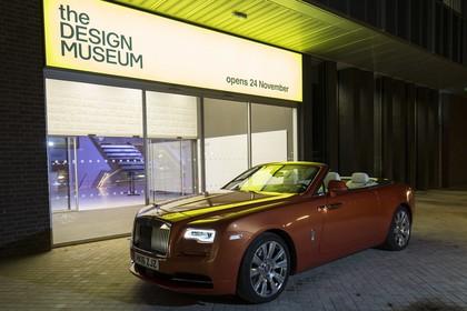 Rolls-Royce Dawn Aussenansicht Front schräg statisch orange