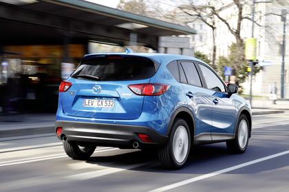 Mazda CX-5 KE Aussenansicht Heck schräg dynamisch blau