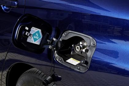 Toyota Mirai Aussenansicht Detail statisch blau Tankstutzen